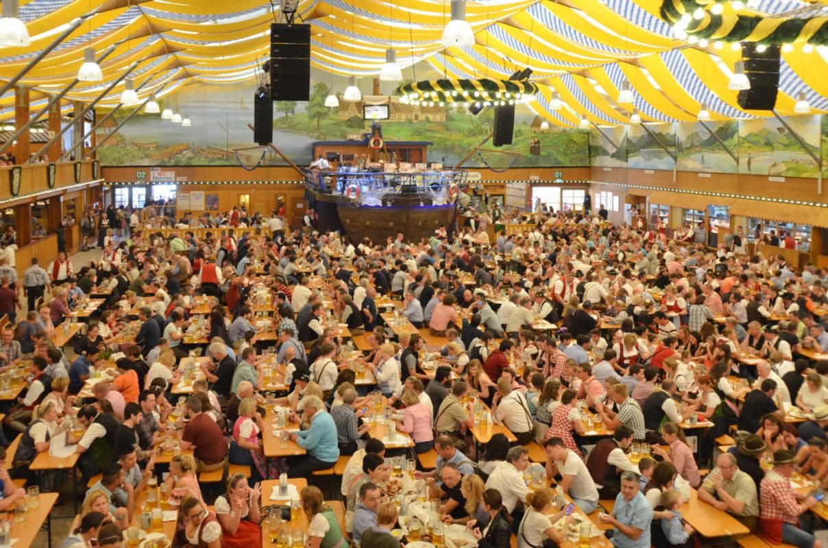 Festzelt Fischer Vronie von innen | Tischreservierung-Oktoberfest